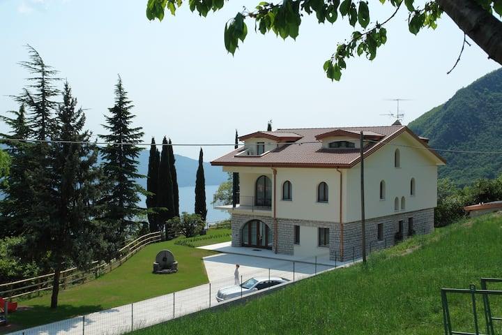 Villa San Valentino - Suite trilocale vista lago