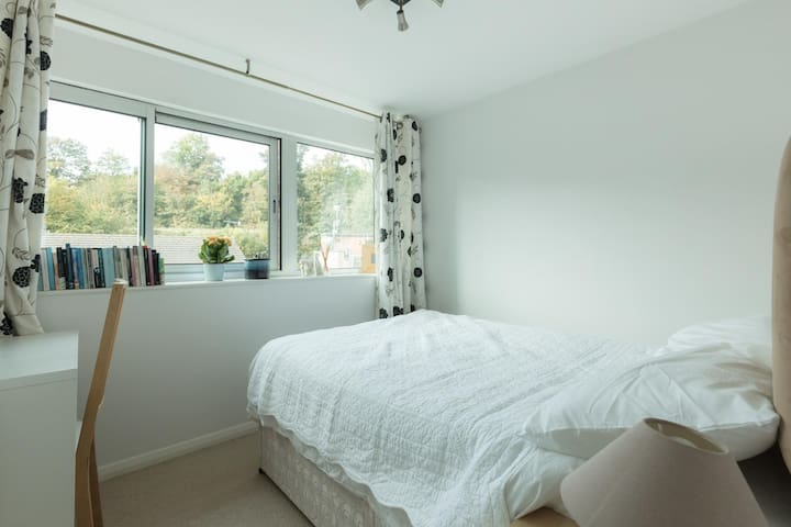 Bright and comfortable room in modern apartment - Brighton - Lejlighed
