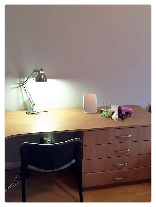 clean and tidy desk