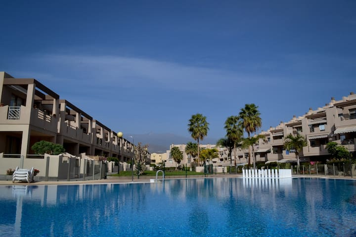 Pool side apt 2min walk to beach. - Granadilla - Appartement