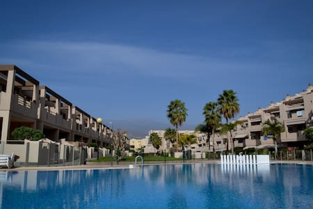 Pool side apt 2min walk to beach. - Granadilla - Huoneisto