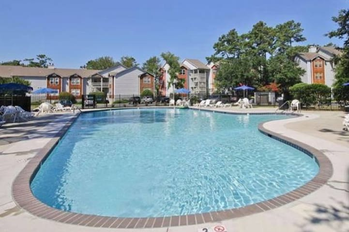 Spacious KDH Condo w/ Pool, 1 mile to Beach