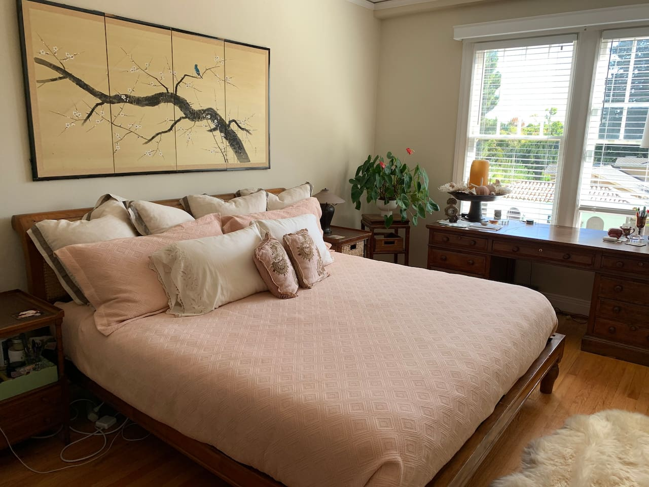 King size bed with large desk, overlooks pool