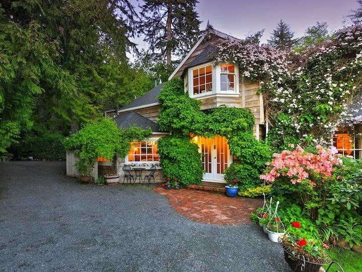 Sooke Cedar House - Everett Suite