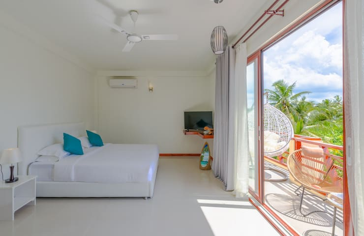 Super Deluxe Suite with Open-shower Jacuzzi and Balcony