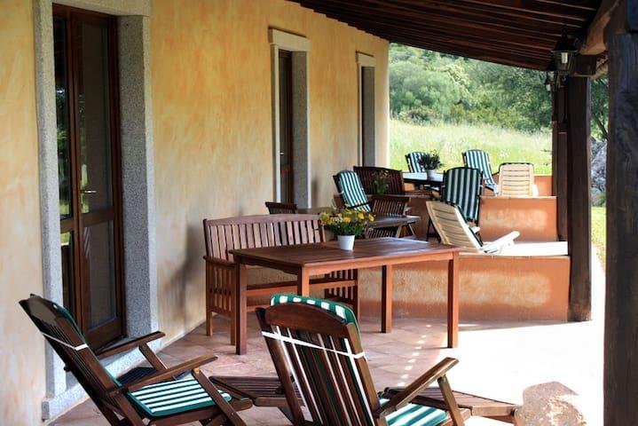 Alloggio per famiglia immerso nel verde - Luogosanto - Домик на природе