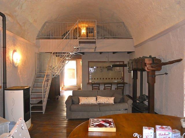 Antico Mulino in riva al torrente - Castelbianco - House
