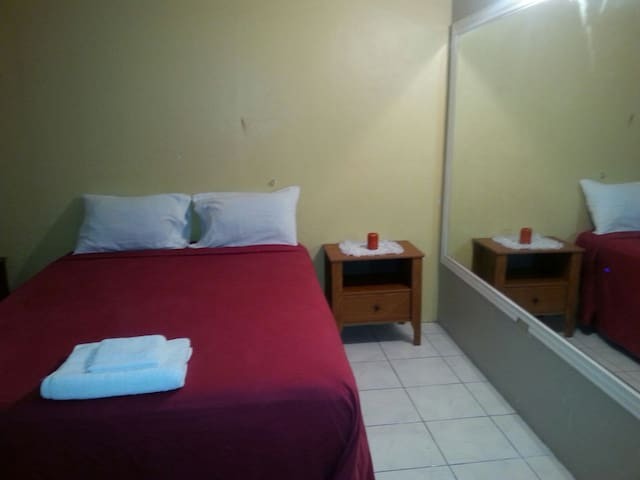Guestrooms at Danishie's Place #2 - Spanish Town - Bed & Breakfast