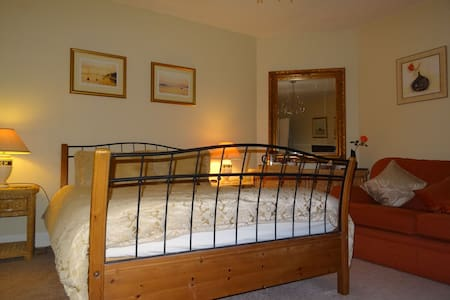 Spacious Double room in  a house by the sea - Connel