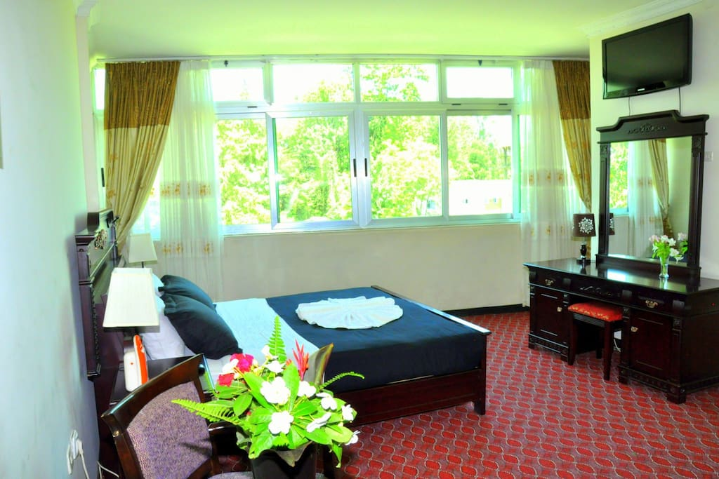 One master room (33m2), king size bed with ensuite bath and flat screen TV