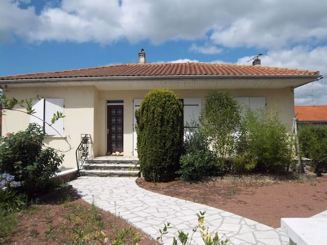 Pretty room in house with garden, near angouleme