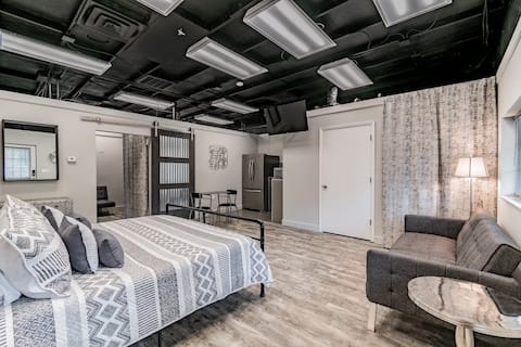 The Howard - Industrial Loft - Downtown Location!