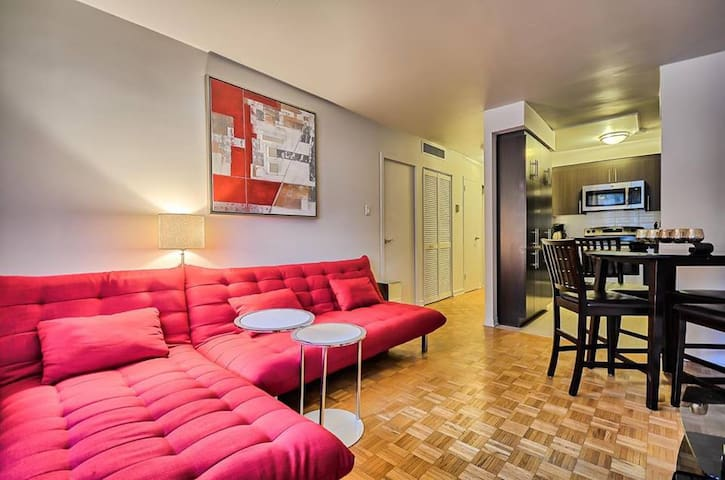 Condo in The Heart of Downtown [Park. 15$/night]