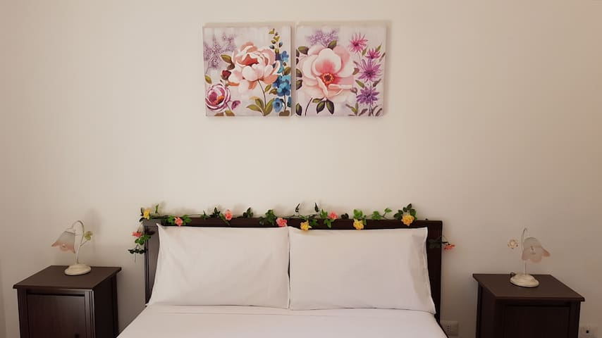 """Room """"Primavera"""" with PRIVATE BATHROOM in ROME"""