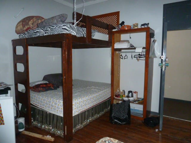 Ensuite room w pool use.Sleeps max 4,queen bunkbed