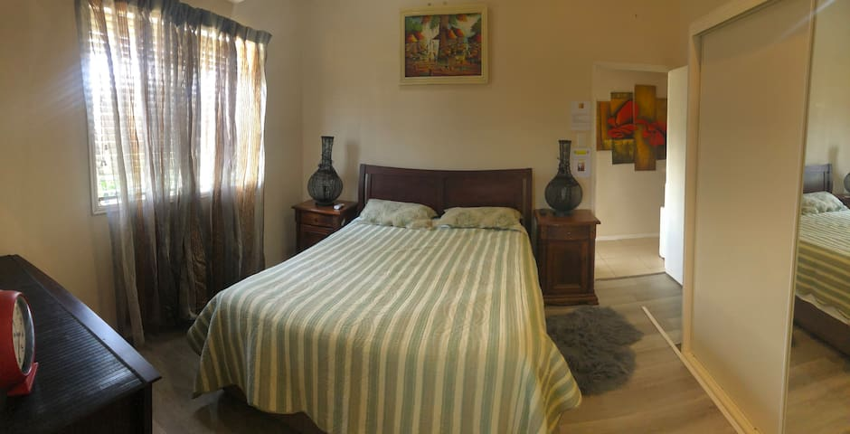 3. Large room, Aircon,  B'fast, No cleaning fee!