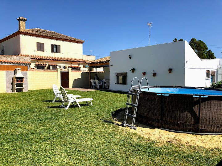 Holiday home with inflatable plunge pool