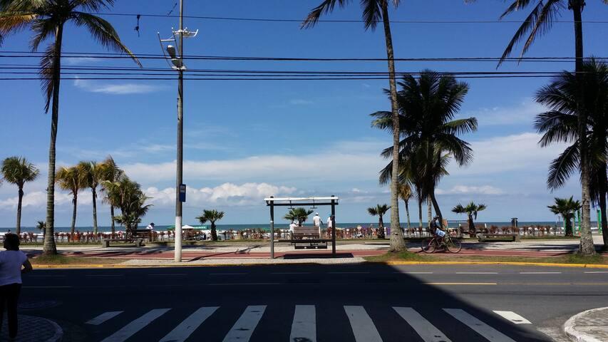Sobrado na Praia Grande próximo à praia - Praia Grande - Casa