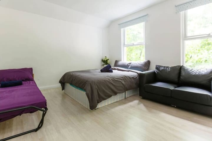 Large double bedroom Next to Angel Station