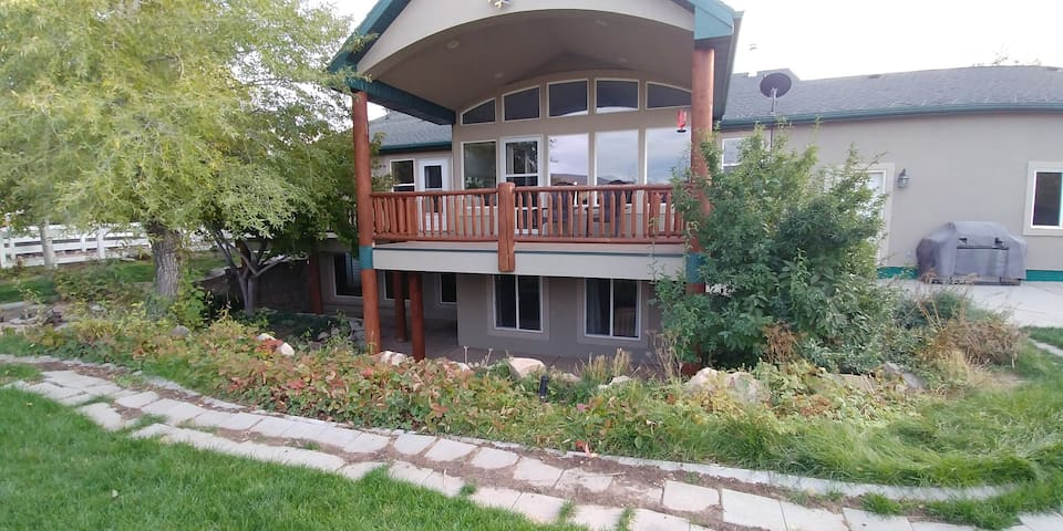 Easy access to Park City, Ski Resorts & SUNDANCE!