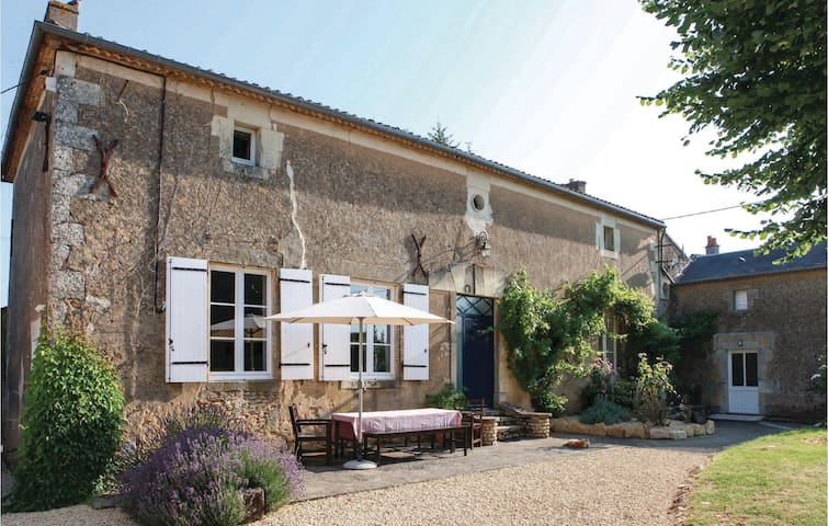 Holiday cottage with 6 bedrooms on 245 m² in Irais