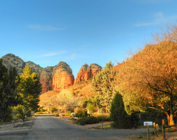 Red Rock neighborhood trailhead- Only steps away. Easy Access  No fuss off street parking