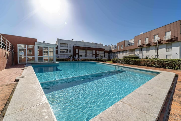 Coutinho, Apartment Complex, with Pools, close to the Beach