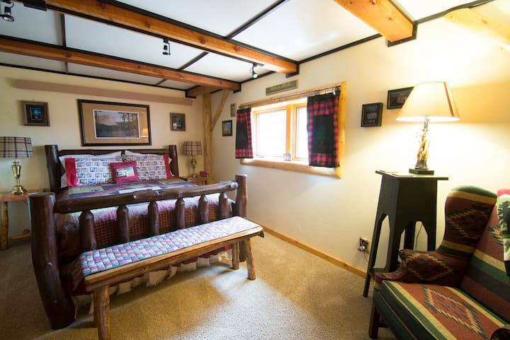 Black Hills Room at Dakota Dream B and B, Custer