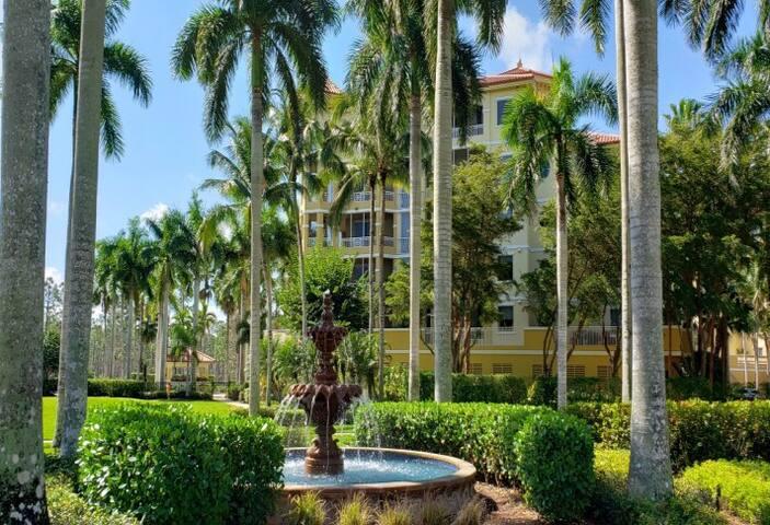Condo at 5 Star Naples Ritz Carlton-Tiburon Golf