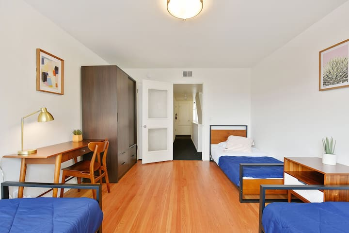 3-people furnished room/twin beds/ at Japantown