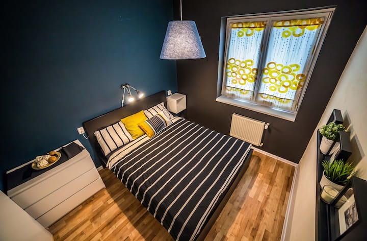 Double room with private bathroom + free breakfast