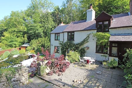 Gorgeous 200 year old Welsh cottage - Pantymwyn - บ้าน