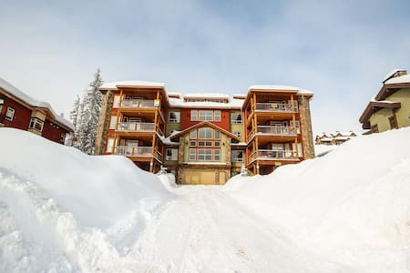 Snowbird Lodge 306 Happy Valley in Big White