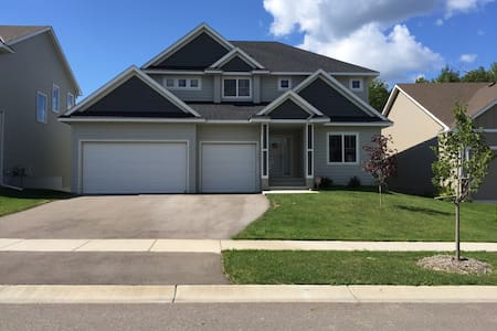 Newly Built Chaska Home - Minutes from Ryder cup! - Chaska - House