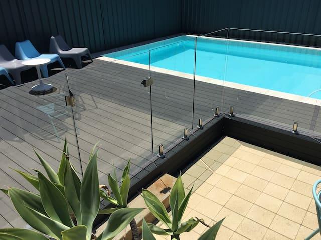 Barrenjoey Beach House + 10x5 mt pool.