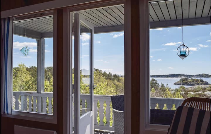 Stunning home in Søndeled with 3 Bedrooms