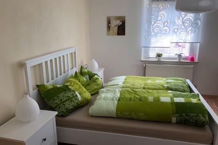 Tolles Zimmer, perfekt ruhige Lage im Grünen!