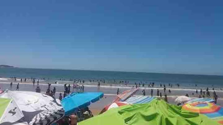 Em frente ao mar,  espaçoso apto na Praia do Morro