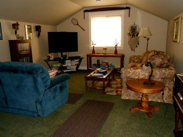 Visit Central Oregon! Spacious and Comfortable! - Bend - Appartement