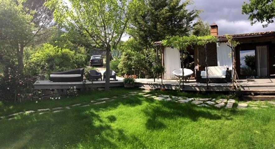 Casa piscina giardino uso esclusivo in campagna