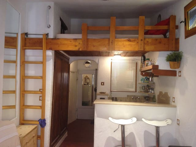 Charming Studio in Old Town 5min beach