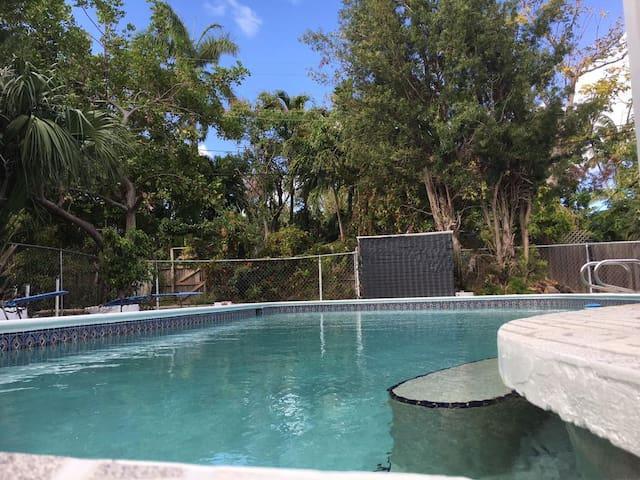 Location, comfort, price: 2 rooms, balconies, pool