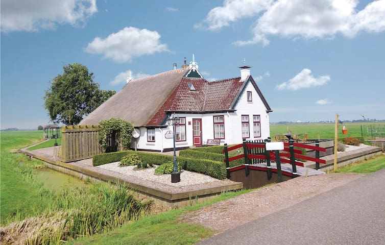 Former farm house with 4 bedrooms on 150 m² in Gerkesklooster