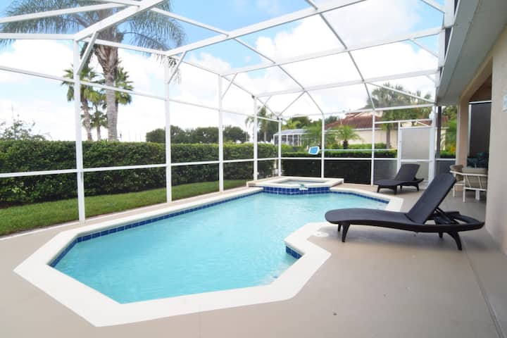3 bedroom/2 bath pool home, 8 miles to Disney!