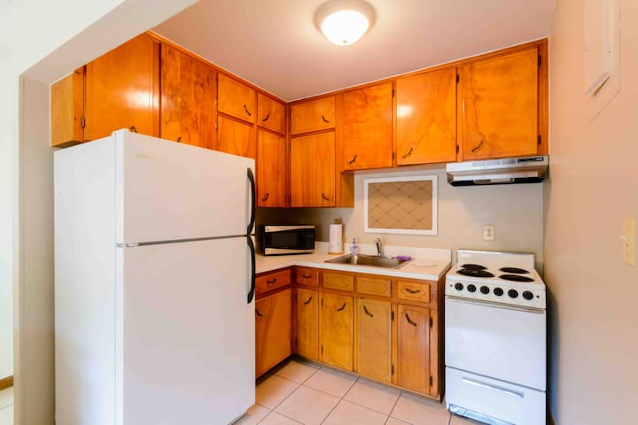 1 BR Apt, quiet, near UF, Shands, charming-1825C