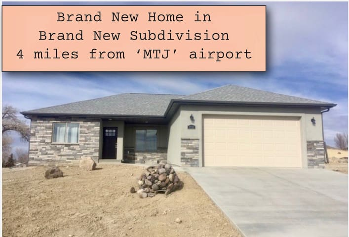 Brand New Home 4 mi. to (MTJ) airport~1 Bedroom