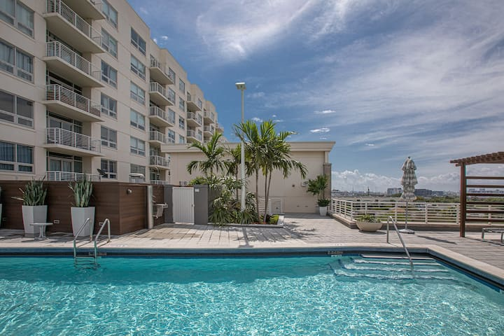 Amazing 2 BR Apt at Midtown Miami