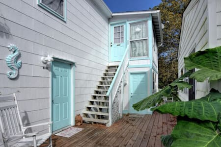 Cute and classic 1 bedroom apt  upstairs unit. CB