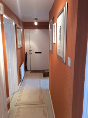 Hallway guest bedroom left large bath room / shower unit opposite. tap to view