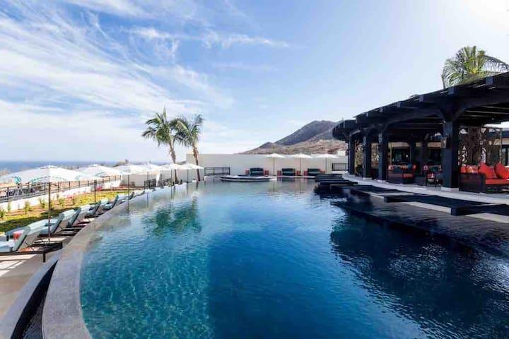 Luxury Condo & Resort amenities: 2bd / Ocean View